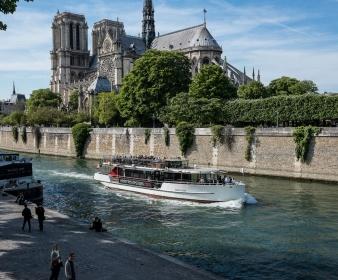 Package Découverte Paris Eternel en 2CV 1h  + Croisière découverte sur la Seine 1h