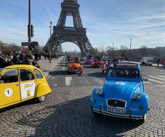 Pieces jaunes : a 2Cv parade for 30 years!