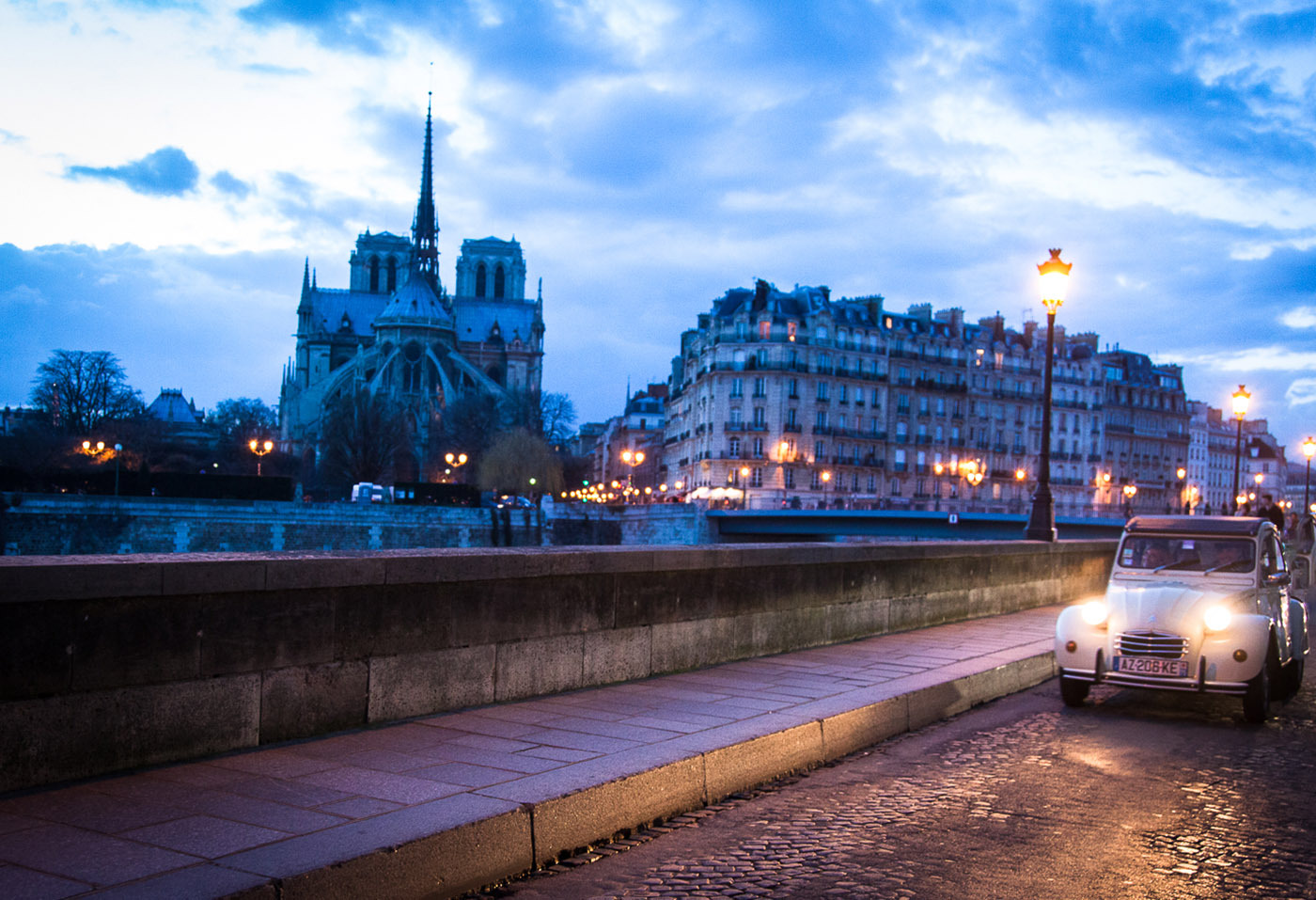 Vivez-le-meilleur-de-Paris-by-night-:-sous-les-étoiles-d'un-Paris-légendaire-vous-entrerez-au-coeur-des-monuments-parisiens-les-plus-mythiques-!