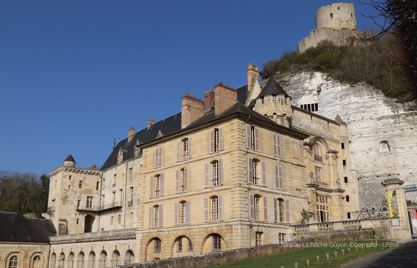 Séjour ou week end en amoureux Normandie - la Roche Guyon - 4 roues sous 1 parapluie
